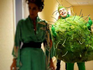 El Ferran Aixalà disfressat de bacteri a La Marató